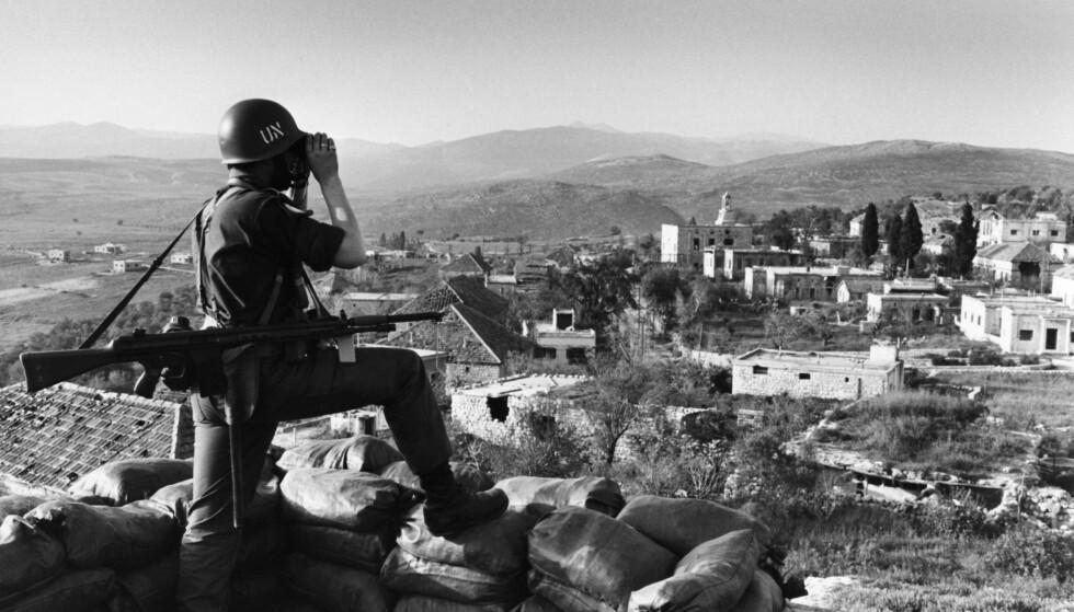 40 ÅR ETTER: Norske FN-soldater i den nye UNIFIL-styrken etablerer seg i Libanon 1978. Norge sendte en bataljon med 750 mann. Her en norsk FN-soldat på en vaktpost. Dagbladets utenriksreporter, Jan Erik Smilden, var på plass i 78 og skriver om minnene 40 år etter.Foto: NTB Scanpix