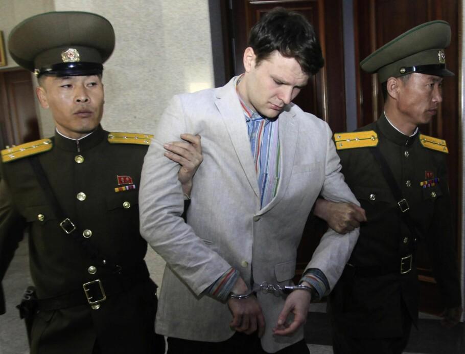 SKUEPROSESS: Den amerikanske studenten Otto Warmbier under rettssaken i Pyongyang der han ble dømt til 15 års fengsel. Foto: AP / NTB Scanpix