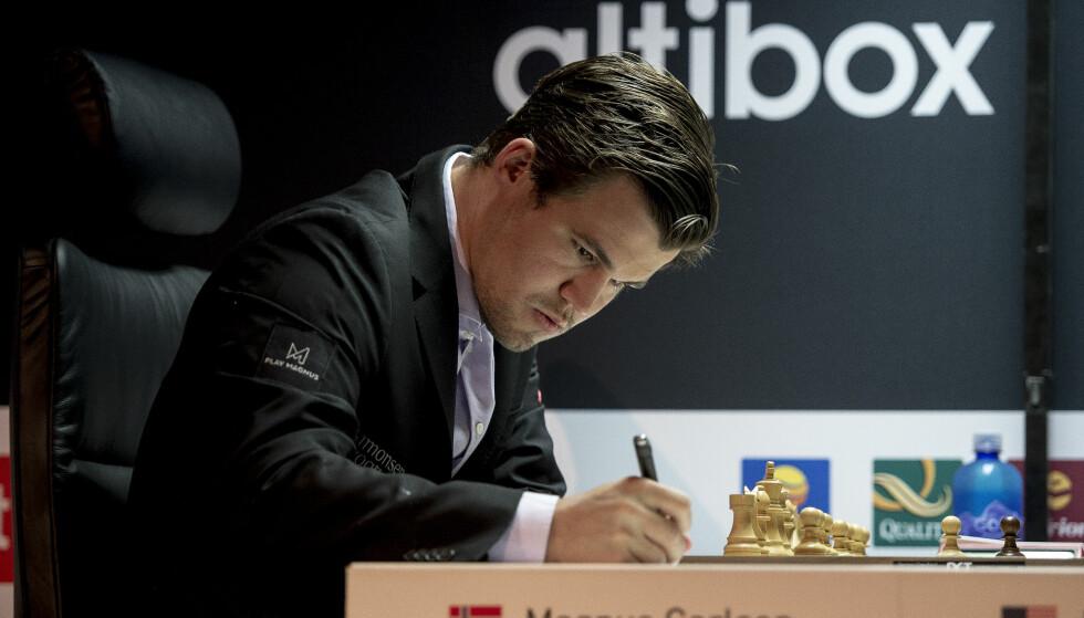 REMIS: Magnus Carlsen spilte tirsdag remis mot Sergej Karjakin. Foto: Carina Johansen / NTB scanpix
