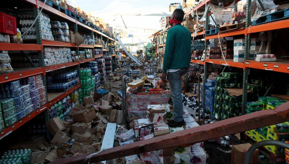 FULLSTENDIG RASERT: Fra et supermarket i Salinas på Puerto Rico 29. september. Foto: Alvin Baez / Reuters / NTB Scanpix
