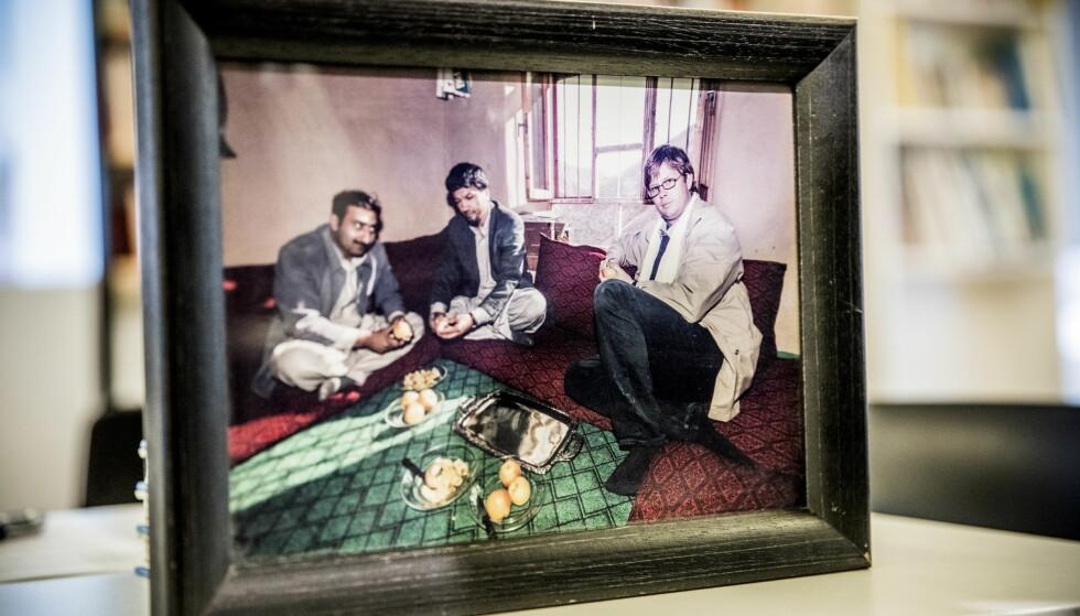 PÅ JOBB I AFGHANISTAN: Et bilde av Carsten Thomassen på jobb i Afghanistan. Foto: Christian Roth Christensen / Dagbladet