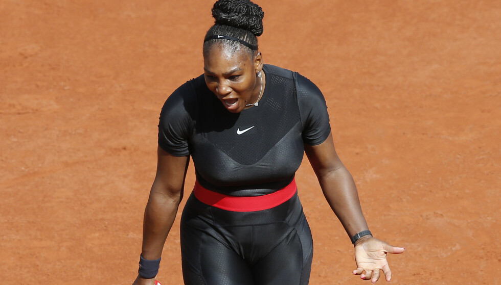 FREKK DRAKT: Det dras superhelt-paralleller til antrekket Serena Williams valgte å gjøre Grand Slam-comeback i. Foto: AP Photo/Michel Euler