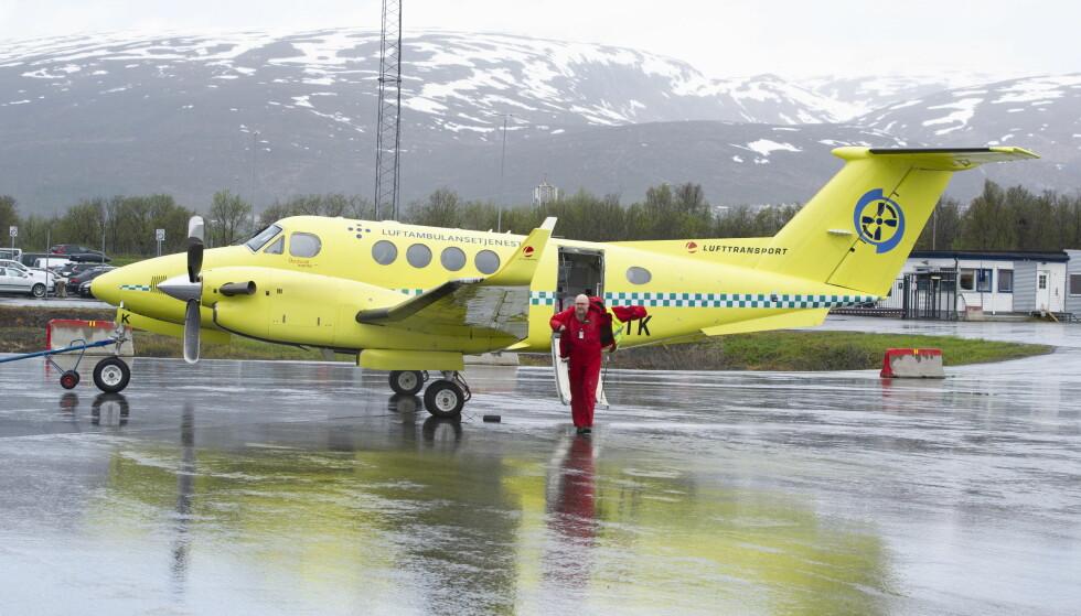 PÅ VEI HJEM: Dette ambulanseflyet har nettopp landet etter å ha utført oppdrag. Til høsten kan tjenesten ligge brakk og Nord-Norge mangle ambulansefly. Foto: Ingun Mæhlum