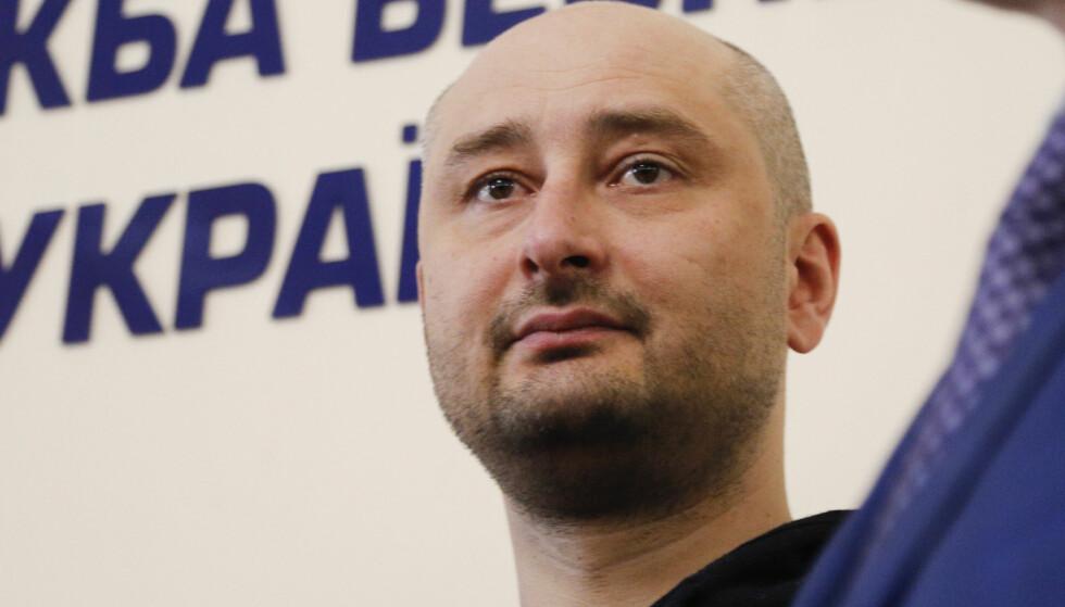 I LIVE: Den russiske journalisten Arkadij Babtsjenko dukket opp på en pressekonferanse i den Ukrainske byen Kiev i går. Foto: NTB Scanpix