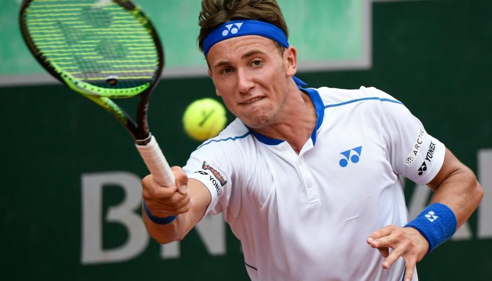 UVÆR: Det er spådd uvær i Frankrike torsdag, da Casper Ruud skal i aksjon i French Opens andre runde. Foto: AFP PHOTO / Eric FEFERBERG