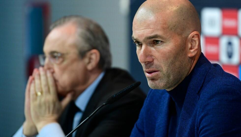 SJOKKBESKJED: Zinedine Zidane gir beskjeden om at han trekker seg fra jobben som Real Madrid- trener. Her sammen med klubbens mektige president Florentino Perez på pressekonferansen. Foto: AFP PHOTO / PIERRE-PHILIPPE MARCOU/NTB scanpix