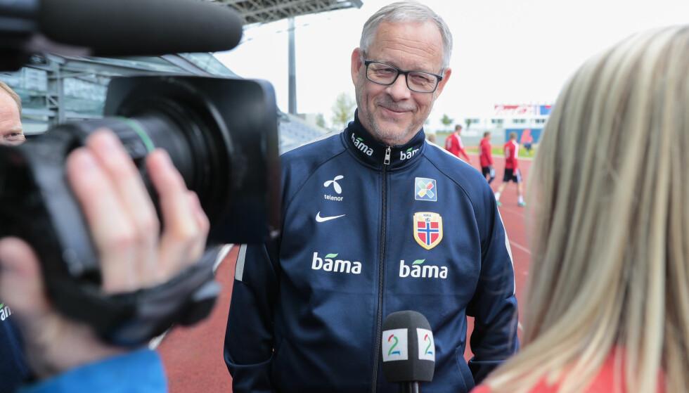 TILBAKE: Landslagstrener Lars Lagerbäck er på plass i Reykjavik i forkant av privatlandskampen mot Island, nasjonen han førte til en sensasjonell EM-kvartfinale i 2016. Foto: Lise Åserud / NTB scanpix