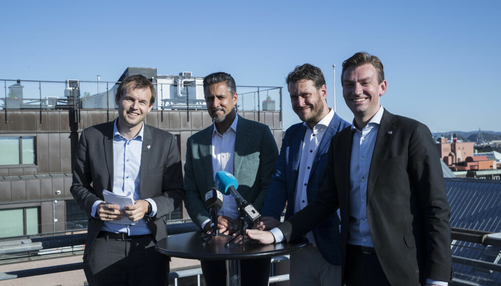 FLYTTER PENGER: Kjell Ingolf Ropstad (KrF), Abid Q. Raja (V), Helge André Njåstad (Frp) og Henrik Asheim (H) flytter på 257 millioner kroner i revidert nasjonalbudsjett, noe som er bunnrekord for borgerlige budsjettrevisjoner. Foto: Vidar Ruud / NTB scanpix