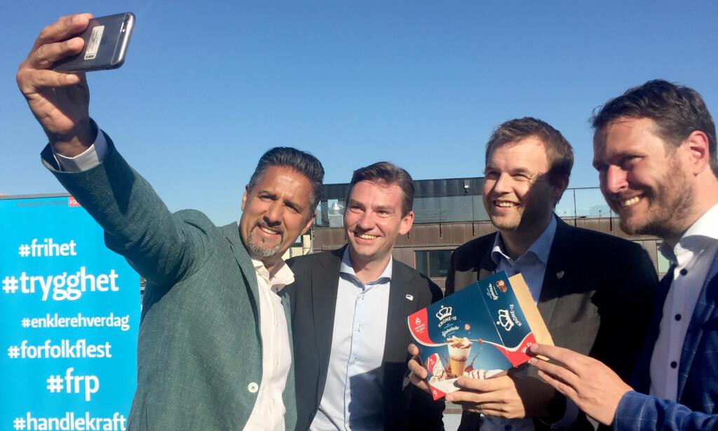 FEIRING: F.v. Abid Raja (V), Henrik Asheim (H), Kjell Ingolf Ropstad (KrF) og Helge André Njåstad (Frp) feirer budsjettenighetEN med is og selfie på taket av Stortinget. Det var i denne situasjonen ordene fra den NRK-ansatte falt. Foto: Bibiana Dahle Piene / NTB Scanpix
