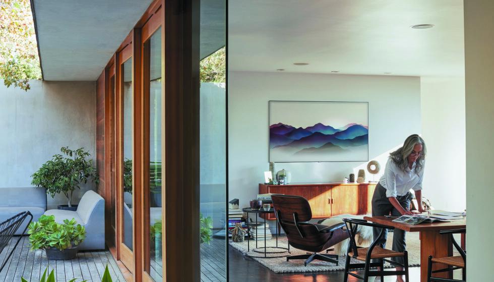 DESIGN: Med Samsung QLED får du kraftige farger - også når TV-en er avslått.