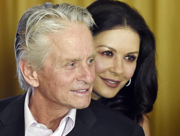 ALDERSFORSKJELL: Mange tvilte på at ekteskapet mellom Michael Douglas og 25 år yngre Catherine Zeta Jones ville holde. Det har det gjort. Foto: NTB Scanpix