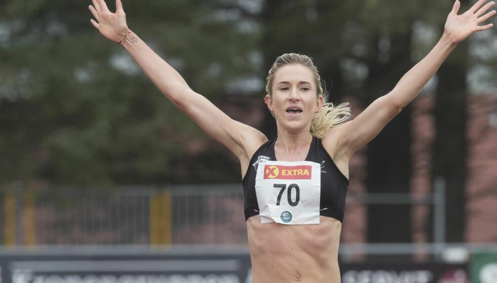 REKORD: Karoline Bjerkeli Grøvdal knuste den snart 40 år gamle bestenoteringen på 2000 meter under Florø Friidrettsfestival lørdag. Foto: Vidar Ruud / NTB scanpix