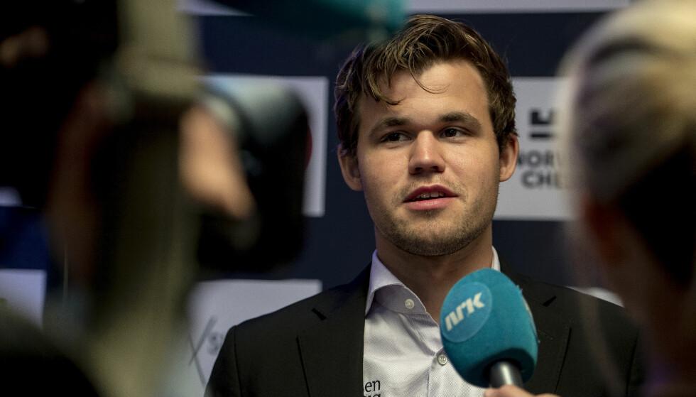REMIS: Magnus Carlsen leder fortsatt Norway Chess etter den femte runden lørdag. Han spilte remis mot sin gamle rival Vishy Anand. Foto: Carina Johansen / NTB scanpix