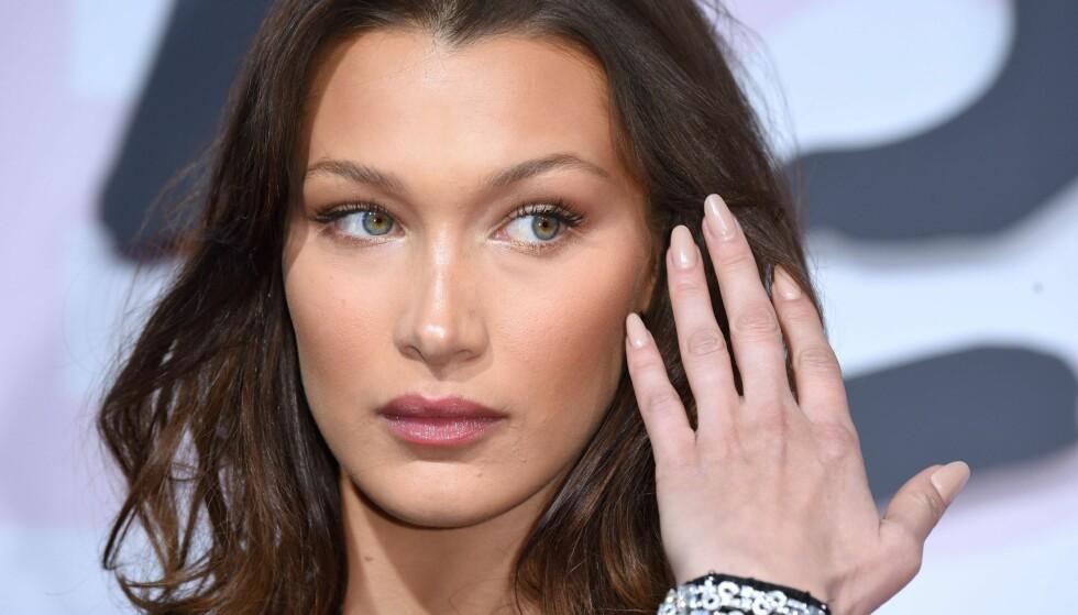 KTER: Supermodell Bella Hadid uttaler nå at hun ikke har endret på utseendet sitt kosmetisk eller kirurgisk. Foto: NTB scanpix