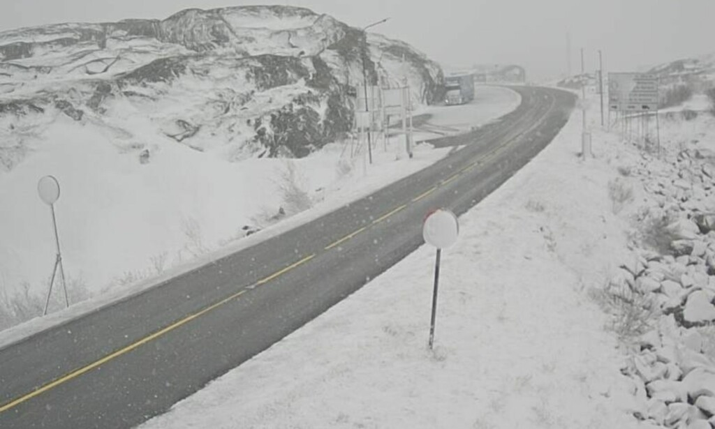 HVITT: Slik ser det ut på Bjørnefjell i morgentimene mandag. Foto: Vegvesenet