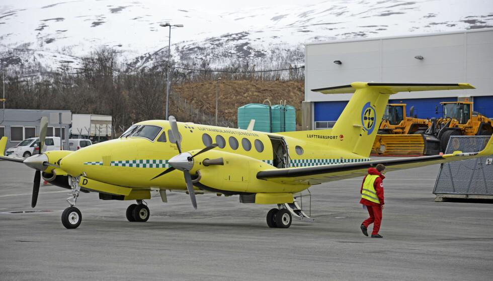 ANKLAGER. Arbeiderpartiet mener statsministeren underspiller problemene i luftambulansetjenesten. Her et ambulansefly fra Lufttransport på Tromsø Lufthavn. Foto: Rune Stoltz Bertinussen / NTB scanpix