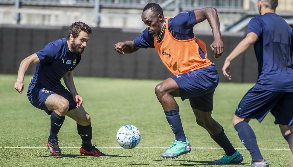ENESTÅENDE FYSIKK: Godset-spillerne gir Usain Bolt en sekser på både hurtighet og styrke. Her er han i en duell med Mounir Hamoud. Foto: Hans Arne Vedlog / Dagbladet.
