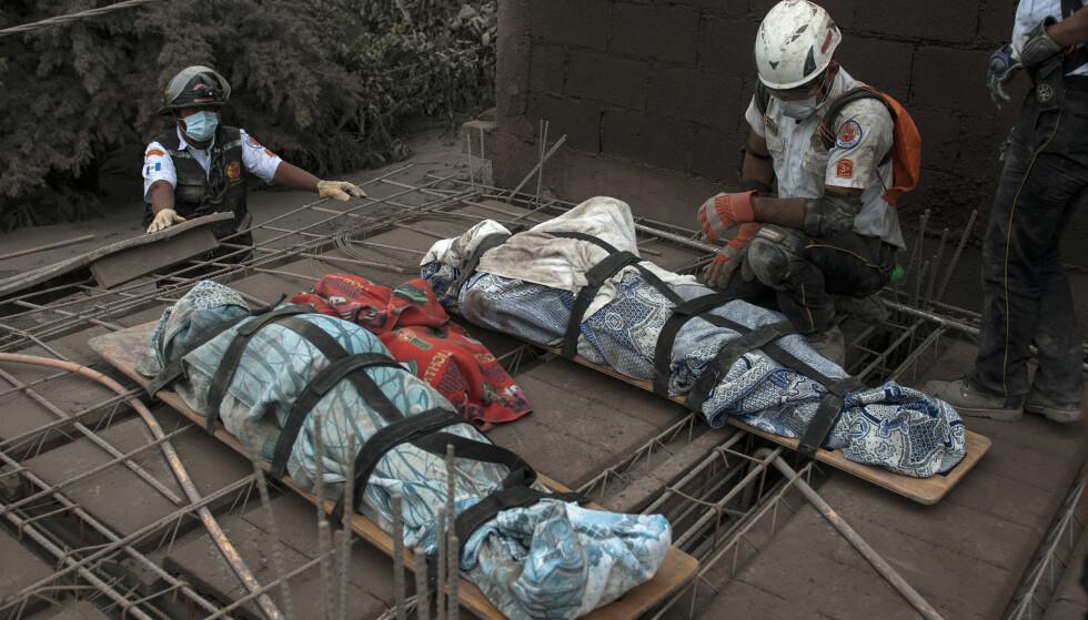 OMKOMNE: Antallet døde etter vulkanutbruddet har kommet opp i 69, men forventes å øke. Foto: AP / NTB Scanpix