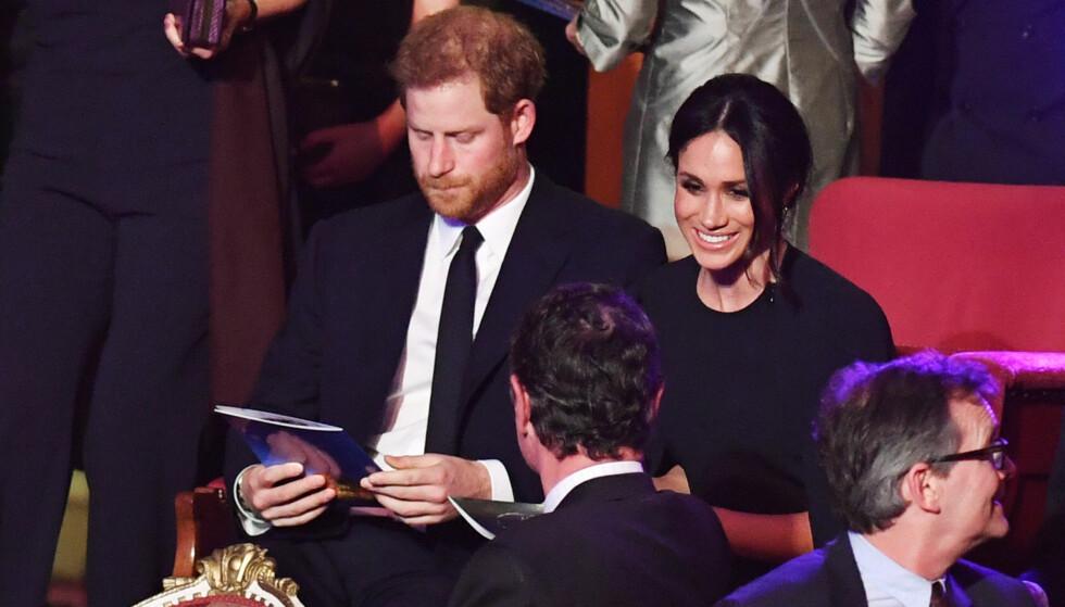 NYE TITLER: Meghan og Harry fikk tittelen som hertug og hertuginne av Sussex i bryllupsgave av dronning Elizabeth. Her er duoen avbildet i anledning feiringen av dronningens 92-årsdag i Royal Albert Hall i London. Foto: NTB Scanpix