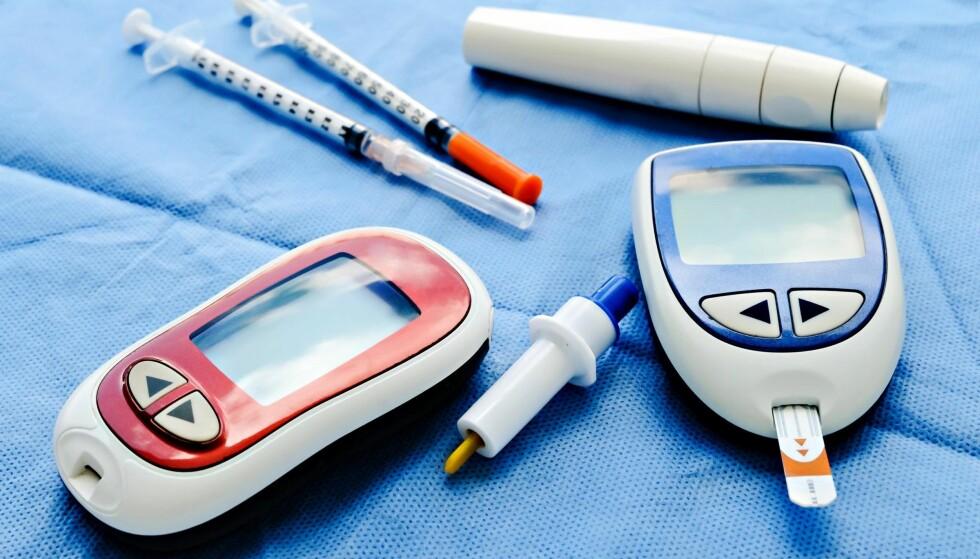 EGENBEHANDLING: Å behandle seg selv høres kanskje skummelt ut. Men hver eneste dag måler flere tusen personer med diabetes sine blodsukkernivåer, tar medisiner eller setter insulinsprøyter, skriver artikkelforfatteren. Foto: NTB scanpix