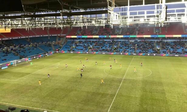 TOMME FELTER: Slik så det ut på Ullevaal stadion da Norge møtte Australia i mars. Antall tilskuere: 5871. FOTO: TORE ULRIK BRATLAND