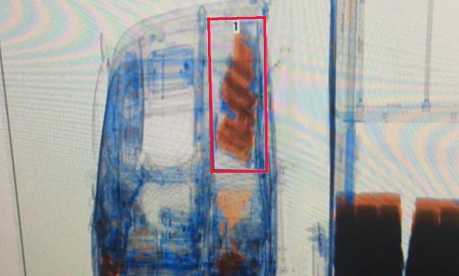 STORBESLAG: Over 100 kilo hasj ble funnet i vogntoget. Nå må føreren møte i retten. Foto: Tollvesenet