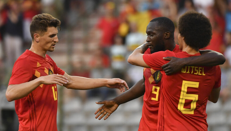 I STORFORM: Manchester United-spiss Romelu Lukaku startet målshowet for Belgia. Foto: Geert Vanden Wijngaert / AP Photo / NTB Scanpix