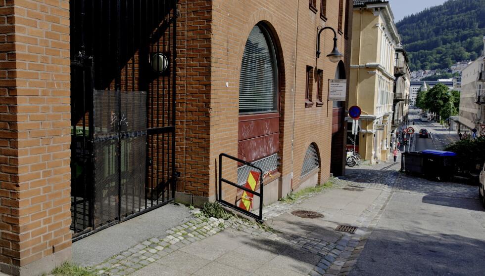 LITE TRAFIKK: Den korte ferden med mopeden skjedde i Christies gate i Bergen sentrum. Foto: Paul S. Amundsen