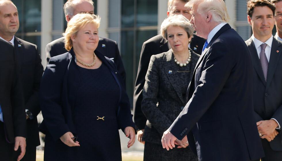 MØTES IGJEN: President Donald Trump går forbi Erna Solberg, Storbritannias statsminister Theresa May og Canadas statsminister Justin Trudeau i forbindelse med NATO-toppmøtet i Brussel i slutten av mai. Nå møtes statslederne igjen under G7-toppmøtet i Canada. Foto: REUTERS/Jonathan Ernst/NTB Scanpix
