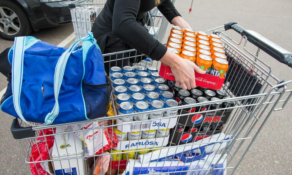 GRENSEHANDEL: Grensehandelen har økt det siste året, men falt marginalt etter at sukkeravgiften ble innført 1. januar i år. Illustrasjonsfoto: Audun Braastad / NTB scanpix