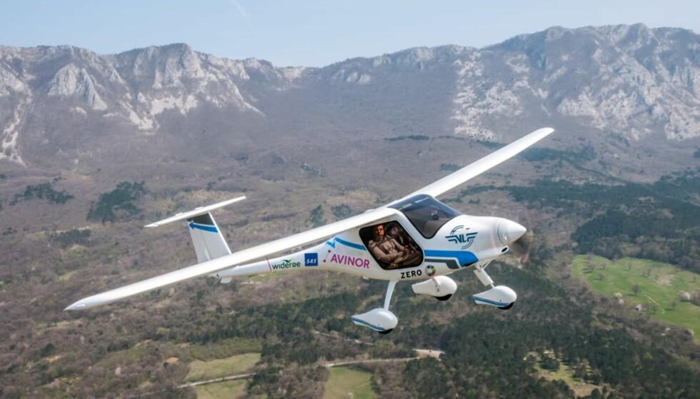 KLART FOR JOMFRUTUR: Det første helelektriske flyet er klar for avgang i Norge. 18. juni tar samferdselsminister Ketil Solvik-Olsen plass i passasjersetet i det lille toseters-flyet som er bygget i Slovenia. Illustrasjon: Avisnor
