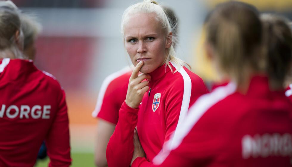 KAN GÅ VIDERE MED TAP: Maria Thorisdottir og Norge kan gå videre med tap mot Nederland i kveld. Men aller helst vil de vinne gruppefinalen og slippe thrilleravslutning. Her fra EM i Nederland i fjor. Foto: Berit Roald / NTB scanpix