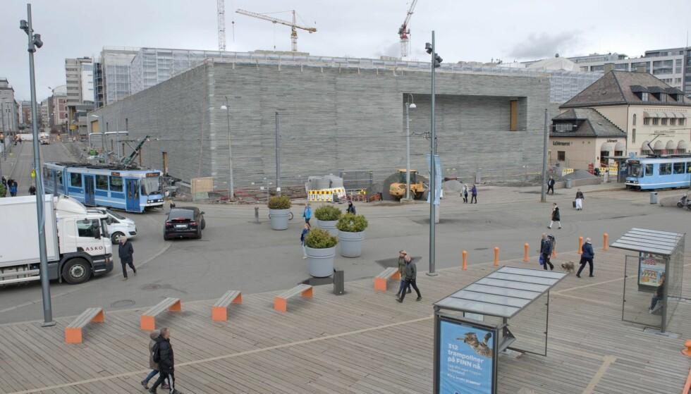 PÅ KANT MED FOLKET: Dette hjørnet av Nasjonalmuseet har, naturlig nok, fått mye oppmerksomhet etter at stillaset ble fjernet. Foto: Ken Opprann / Statsbygg