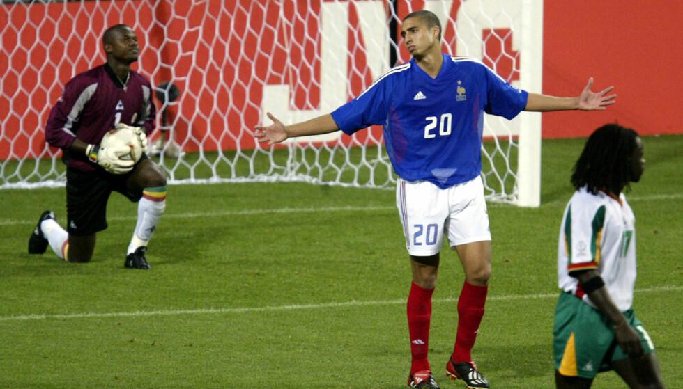 SJOKKTAP: Frankrikes David Trezeguet (midten) fortviler under en kamp mot Senegal, som vant 1-0. Foto:   REUTERS/Jason Reed/NTB Scanpix