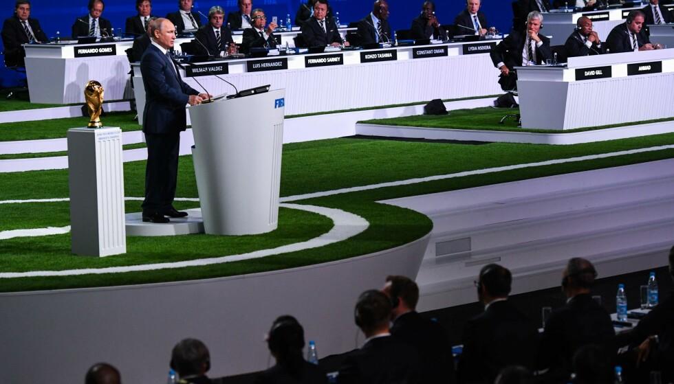 VM-SJEF?: Russlands president Vladimir Putin taler før VM-starten i dag. Han serverer oss tidenes verste åpningskamp, skriver Morten P. Foto: AFP PHOTO / Kirill KUDRYAVTSEV