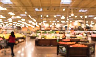 SMAKSPRØVER: Mange butikker legger ut oppskåret frukt. Melon bør du være varsom med, særlig om det er varmt i butikken og du kommer sent på dagen. Foto: Shuttertock/NTB Scanpix