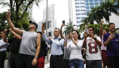 SELFIE?: Alle som tok bilder av Kim Jong-un eller den nordkoreanske lederens sikkerhetsteam, risikerte å få Kims livvakter på nakken. Foto: Yong Teck Lim / AP / NTB Scanpix