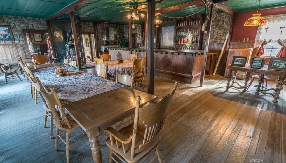 GODT BEVART: Saloonen er i god stand. Her har lite skjedd de siste 100 årene. Foto: Bishop Real Estate