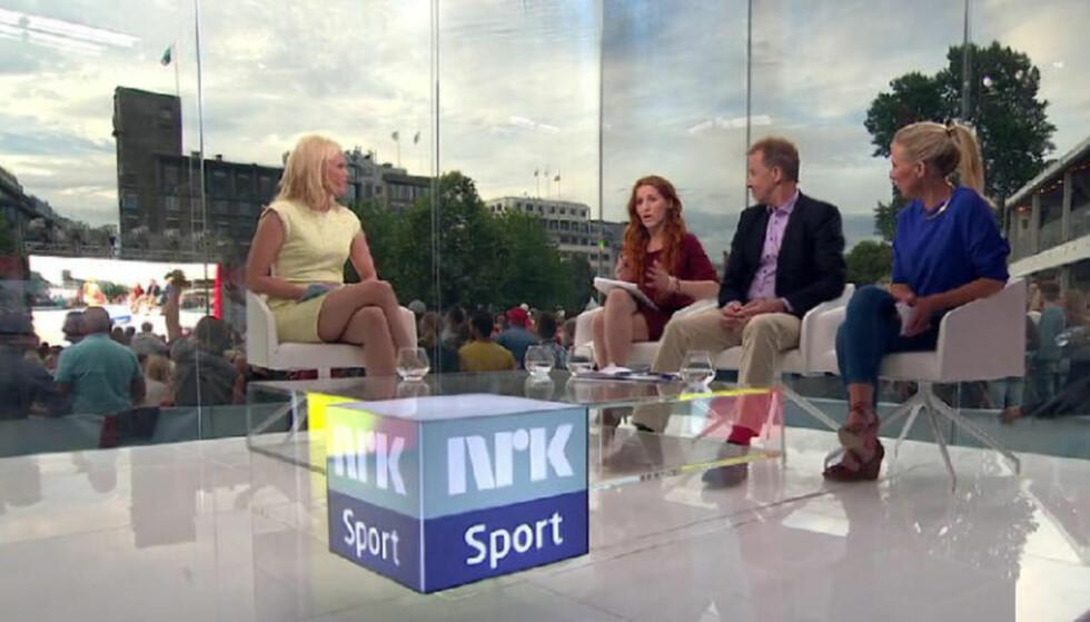 TRE AV FIRE: Programleder Carina Olset, samt ekspertene Lise Klaveness, Lars Tjærnås og Anne Sturød under VM-kampen mellom Spania - Chile i 2014. Skjermdump: NRK.