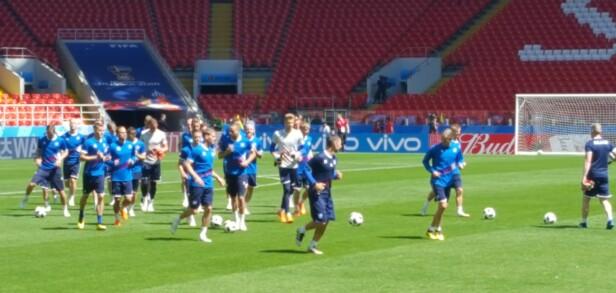 LEKNE: Island-spillerne var i godt humør på trening dagen før dagen. Foto: Christian M. Hugsted
