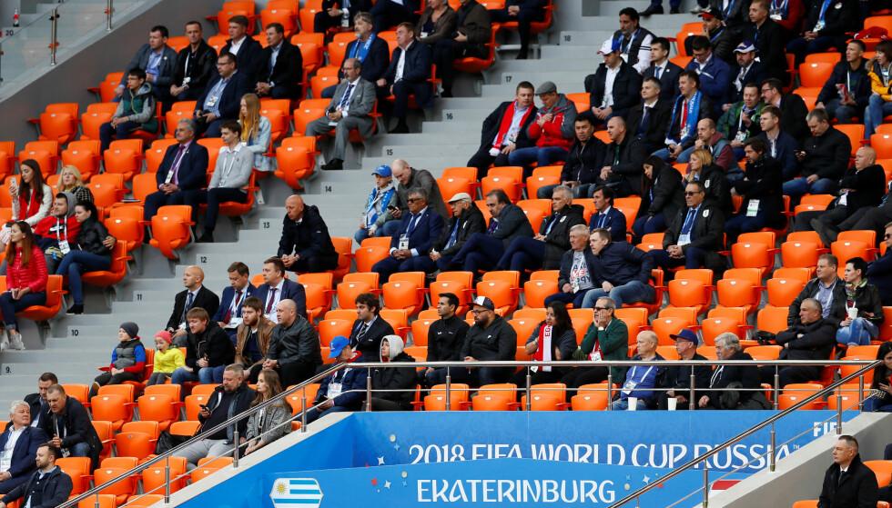 GLISSENT: TV-seere bet seg antakelig merke i at tribunene under kampen mellom Uruguay og Egypt var litt glisne. FIFA leter nå etter svar. Foto: Reuters