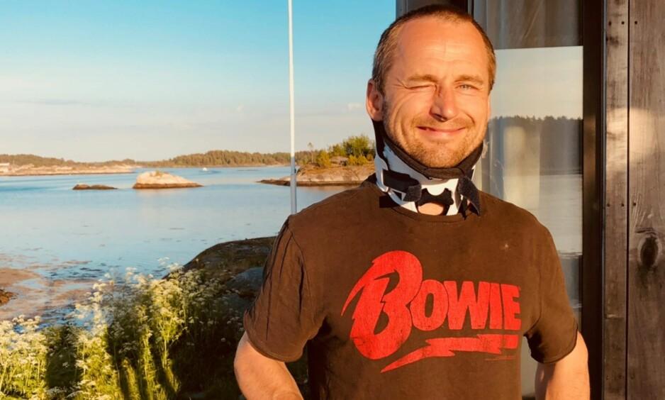 BRAKK NAKKEN: Daniel Franck pådro seg i april et nakkebrudd i en alvorlig snowboard-ulykke. Det har gitt ham ny erfaring, som han vet å sette pris på. Han har likevel ingen planer om å legge snowboardet på hylla. Foto: Privat.