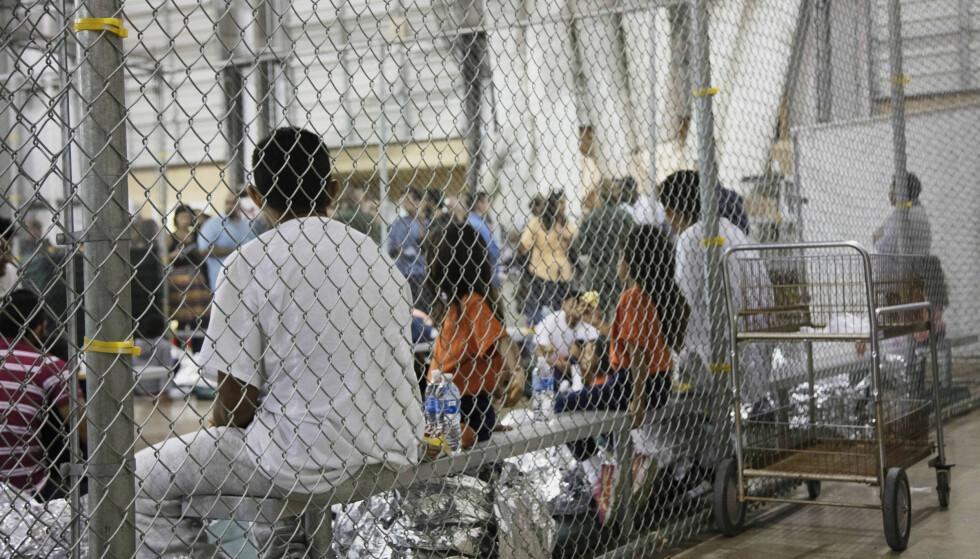 TEXAS: Amerikanske myndigheter har offentliggjort dette bildet fra et interneringssenter i McAllen i Texas. Foto: U.S. Customs and Border Protection's Rio Grande Valley Sector via AP / NTB scanpix
