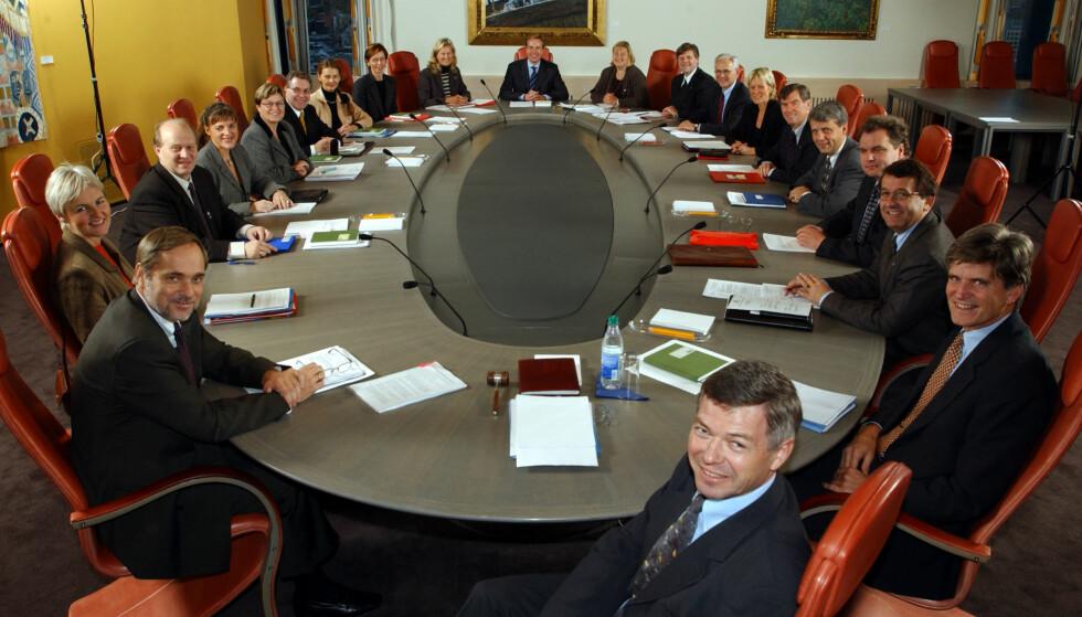 STATSRÅD: Kristin Clemet og Erna Solberg var statsråder i Kjell Magne Bondevik koalisjonsregjering 2001-05. Her fra den første regjeringskonferansen. Foto: Bjørn Sigurdsøn / NTB