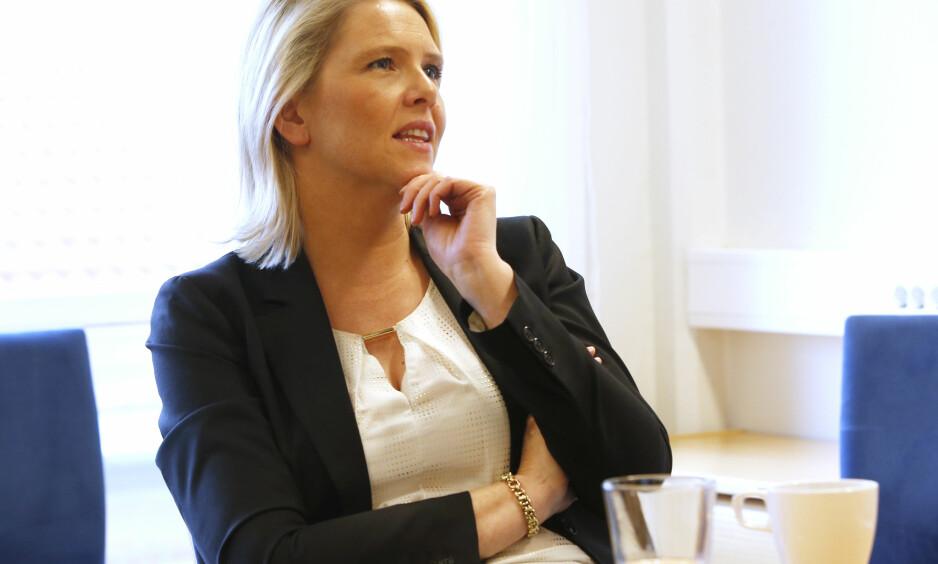 I HARDT VÆR: Sylvi Listhaug (Frp), her avbildet under besøk på Åskollen Bo og servicesenter i Drammen i 2016. Foto: Lise Åserud / NTB scanpix