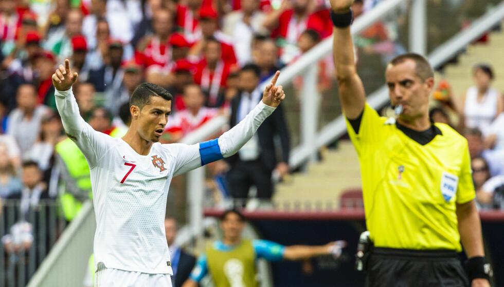 DET ER OVER: Cristiano Ronaldo har gjort det igjen, scoret mål og vunnet en viktig fotballkamp. Her blåser dommer Mark Geiger av kampen mot Marokko. Her feirer Ronaldo en ny triumf. Foto: Svein Ove Ekornesvåg / NTB scanpix