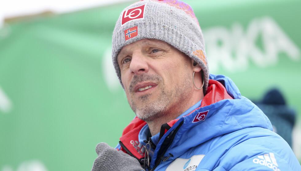 KVINNER: Alexander Stöckl er usikker på om han kommer til å overta et kvinnelag i hopp. Foto: Primoz Lovric / NTB scanpix
