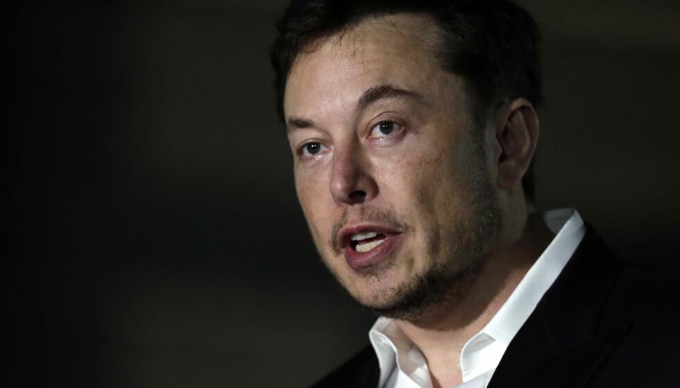 HJELPER GJERNE: Milliardæren Elon Musk er i samtale med thailandske myndigheter om å bistå i å redde de 13 Thailandske guttene av av grotta. (AP Photo/Kiichiro Sato)