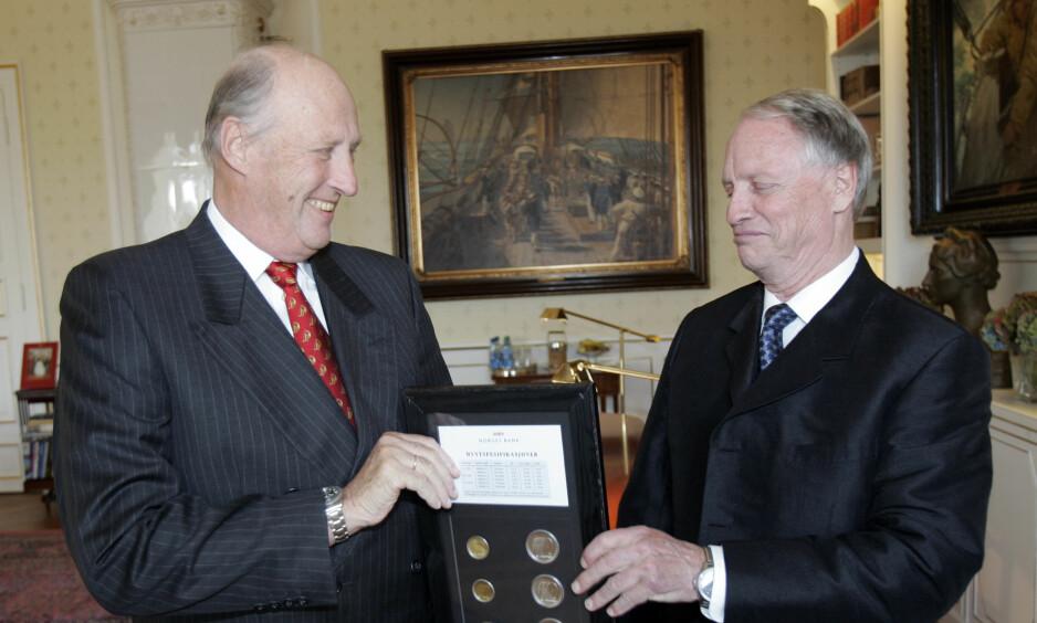 AUDIENS: Som styreleder i Hundreårsmarkeringen Norge 2005 var Jens Kristian Thune på besøk hos kong Harald i oktober 2005. Foto: Lise Åserud/NTB Scanpix