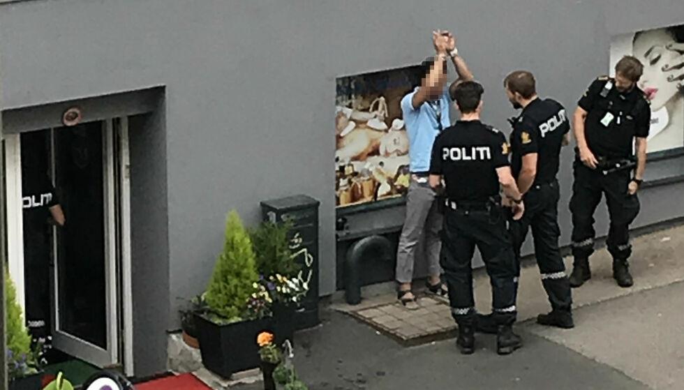 PÅGREPET: En av de arresterte ble pågrepet etter ransakelse av et massasjestudio. Foto: Tipser